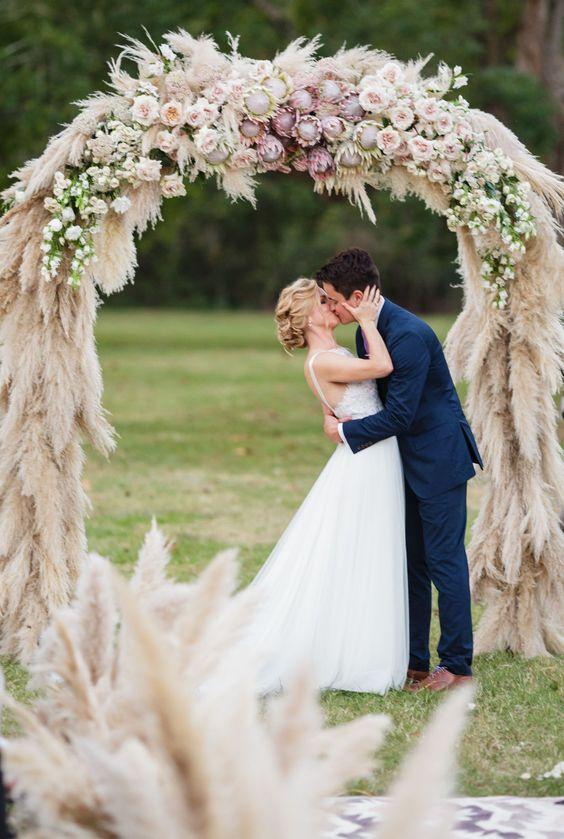 L'arco floreale nelle tendenze del matrimonio per il 2018