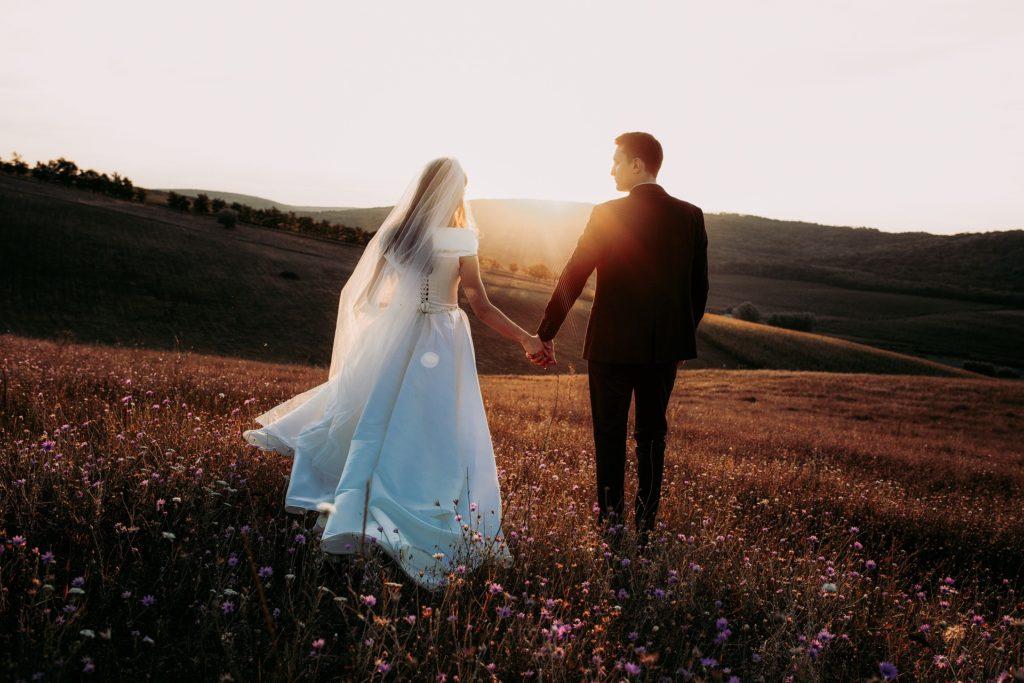 Come coinvolgere tuo marito: sposi al tramonto